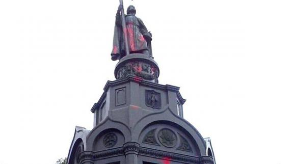 Red paint poured onto the monument to Holy Prince Vladimir in Kiev