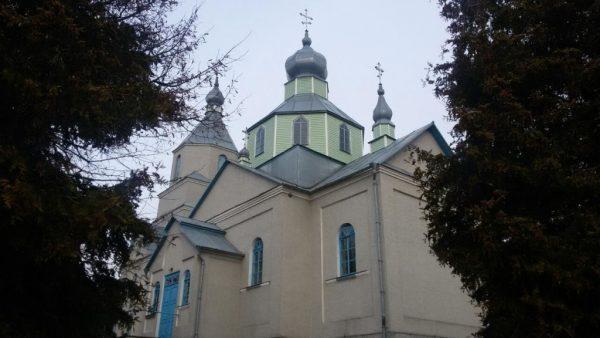 Schismatics and nationalists seize a church in western Ukraine