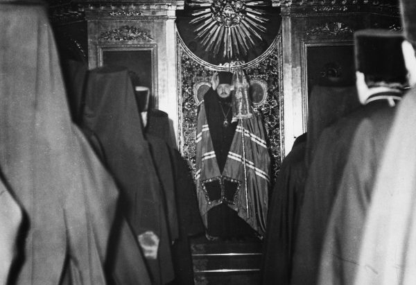 Vigil in the church of St. John the Theologian of the Leningrad Theological Academy, the 1970s.