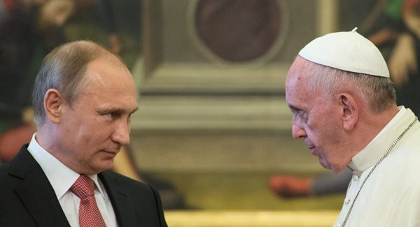 Putin, Pope Francis Discuss Protection of Christians in Conflict Zones