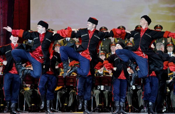 Photo: © SPUTNIK/ VIKTOR TOLOCHKO. Members of the Aleksandrov Song and Dance Ensemble of the Russian Army perform at the concert marking the Day of the Union State at the 25th International Art Festival Slavonic Bazaar in Vitebsk. (File)
