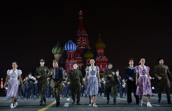 Photo: © SPUTNIK/ VLADIMIR ASTAPKOVICH.  The Alexandrov Song and Dance Ensemble of the Russian Army during the final rehearsal of the opening ceremony of the 2015 International Military Music Festival 'Spasskaya Tower' on Moscow's Red Square. (File)