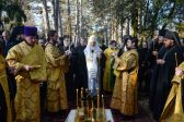 Patriarch Kirill prays 'for healing of wounds of Russian immigration' at Sainte-Genevieve-des-Bois Cemetery