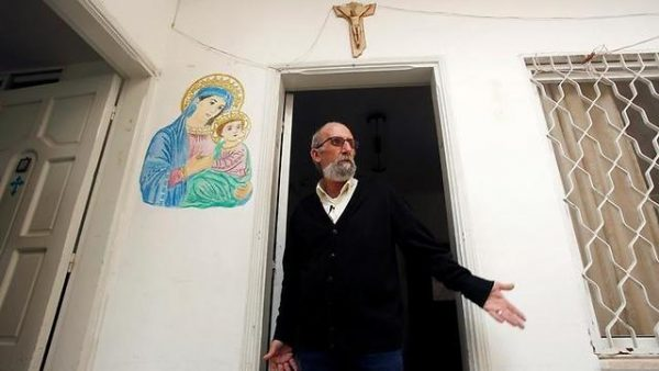 Artist Works to Preserve Christian Heritage in Hamas-run Gaza
