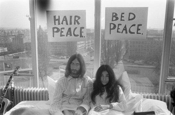 bed-in_for_peace-_amsterdam_1969_-_john_lennon_-_yoko_ono_13