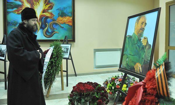 Metropolitan Hilarion signs condolence book at Cuba's embassy