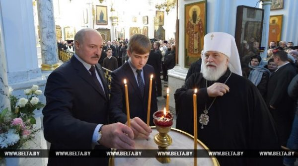 Lukashenko lights Christmas candle at Holy Spirit Cathedral in Minsk