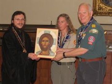 Russian priest gives scouts an icon of Christ in New York