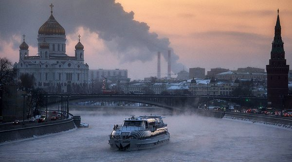 Moscow celebrates despite coldest Christmas night 'in 120 years'