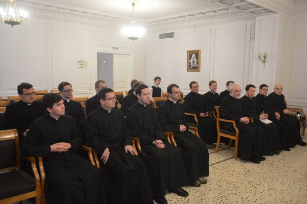 Metropolitan Hilarion meets with a group of Catholic clergy from France