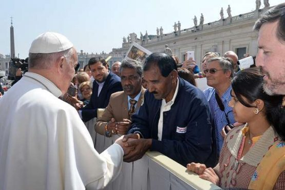 Pope Francis greets Ashiq Mesih, Asia Bibi's husband, in St. Peter's Square during the Wednesday general audience on April 15, 2015. (Credit: (c) Service Photo Vatican SFV.)