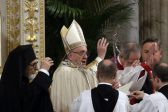 Respond to violence with Christ's love, strength, pope tells churches