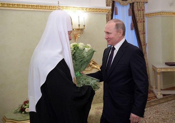 Putin personally congratulates Patriarch Kirill on enthronization day