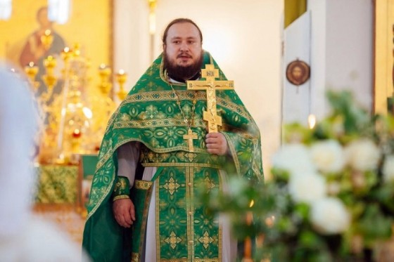 Rector of a Moscow church awakenes conscience in prostitutes who threatenes him