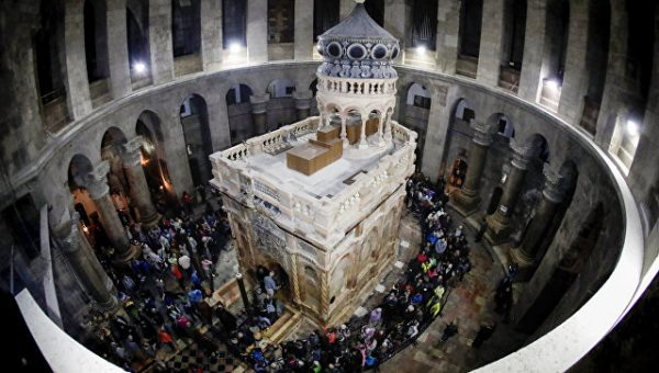 Holy Fire Descends in Jerusalem as Christians Preparing to Celebrate Easter