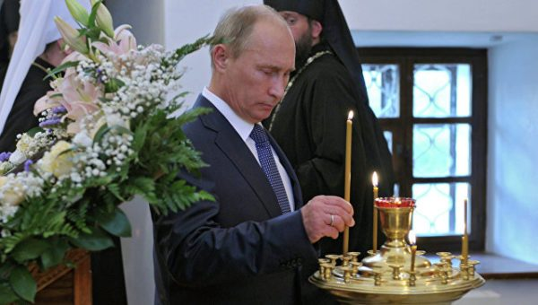 Putin presents icon to Sretensky Monastery church