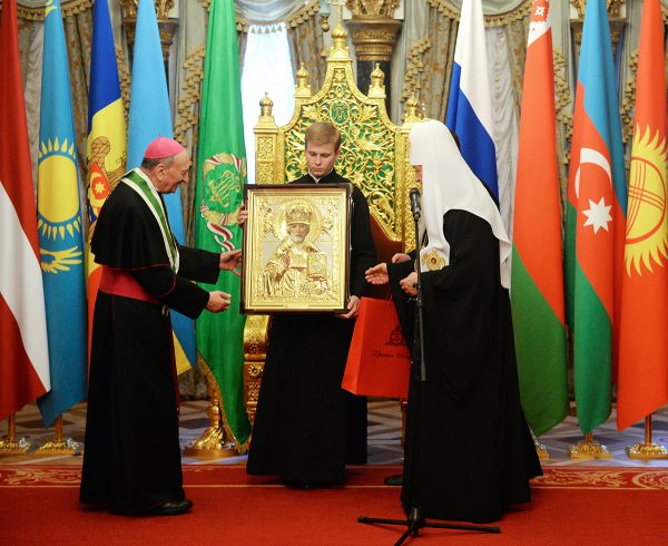 Patriarch Kirill sends early icon of Saint Nicholas to Pope Francis