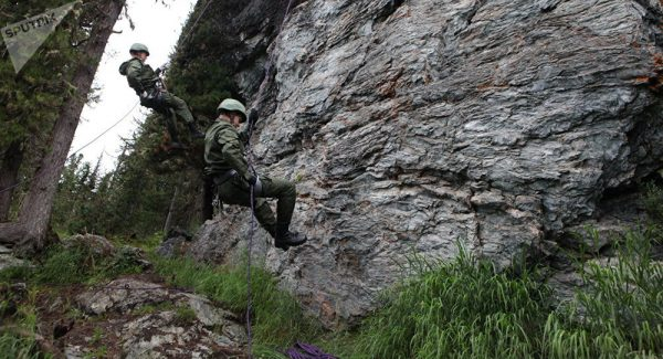 Russian Old Believers Teach Chinese Troops How to Survive in Siberian Woods