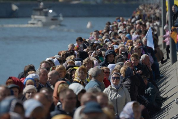 More than 300,000 Russians queue to see relics of St Nicholas