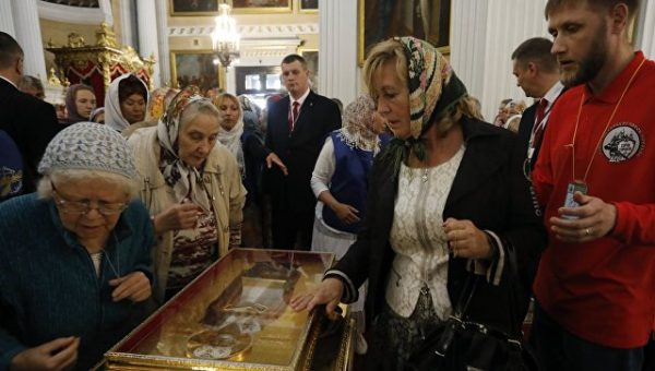 A total of 182,000 believers go on pilgrimage to Nicholas the Wonderworker's relics in St. Pete over past week