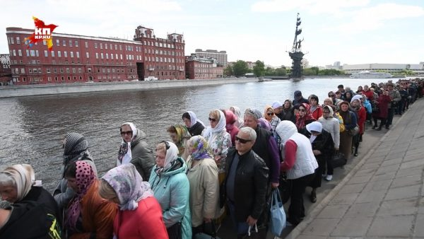 One and a half million people go on pilgrimage to Nicholas the Wonderworker's relics in Moscow