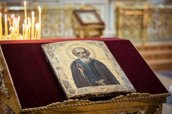 On commemoration day of St. Sergius of Radonezh Metropolitan Hilarion celebrates Divine Liturgy in St. Sergius Monastery's church of the Holy Spirit