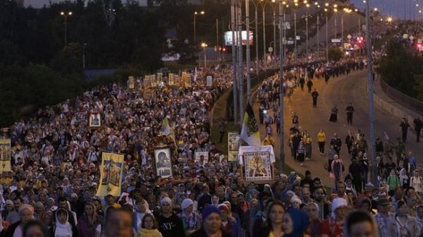 Over 100,000 People Participate in Religious Procession at Night of Commemorating Execution of the Tsar's Family