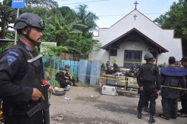 Indonesia: 90,000 Soldiers to Guard Christians in 50,000 Churches for Christmas Services