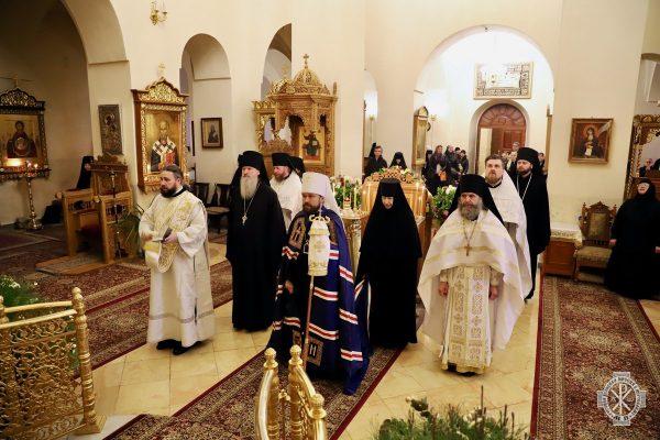 Metropolitan Hilarion celebrates Divine Liturgy in Gorny Convent