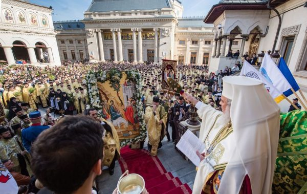 Thousands Expected to Take Part in Palm Sunday Procession in Bucharest