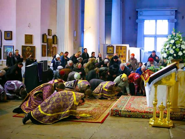 Should Orthodox Christians Kneel on Sundays?