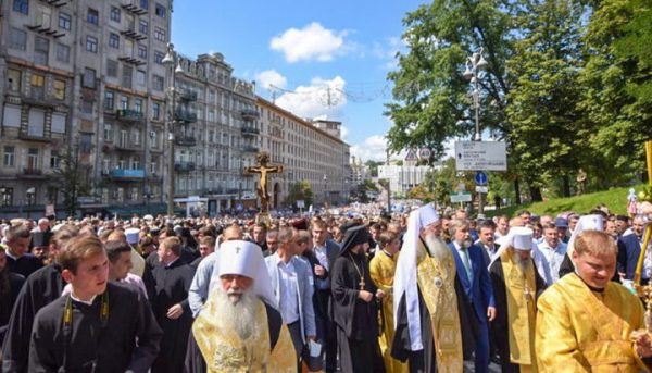 About 300,000 People Participate in Religious Procession in Kiev
