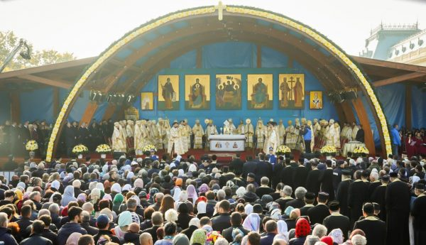Saints Demetrios, Dionysius and Philothea Draw Thousands to Bucharest for Religious Celebrations