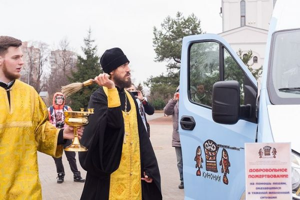 """Bus of Mercy"" for Homeless Blessed in St. Petersburg"