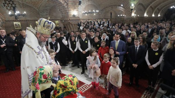 Bishop of Maramures: Intensify Good Deeds during Nativity Fast. God Gave us, Let us Give in Return!