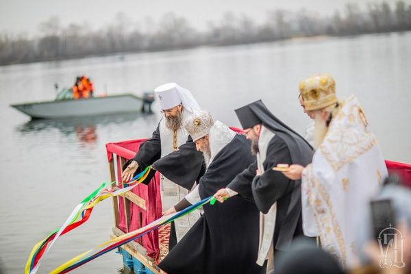Metropolitan Onuphry Blesses Dnieper River on Feast of Theophany