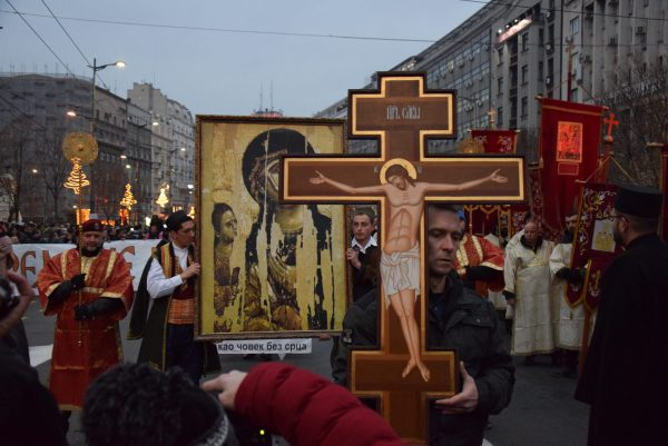 Thousands Take Part in Cross Procession to Support the Faithful of Montenegro in Belgrade