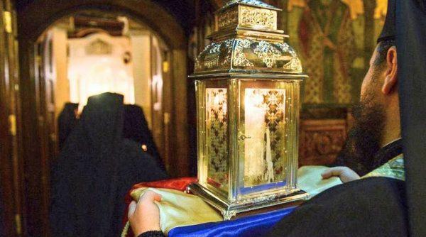 Romanian Orthodox Church To Distribute Holy Fire Door-to-Door