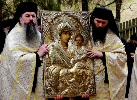 Wonderworking Icon from Romania's Sihăstria Monastery Carried in Procession against Coronavirus and Drought