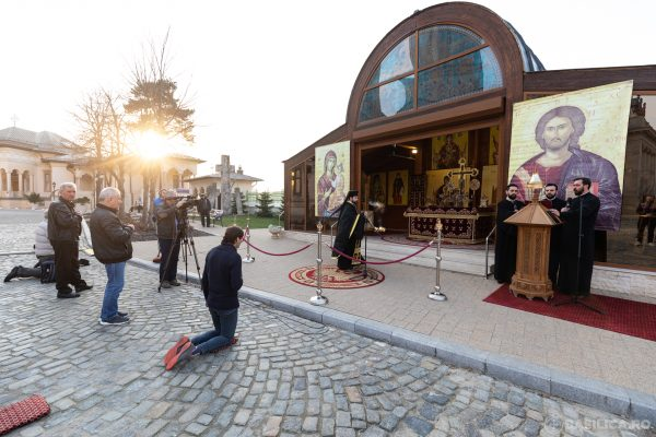 Participation of the Faithful to Open-Air Religious Services Allowed in Romania Starting May 15