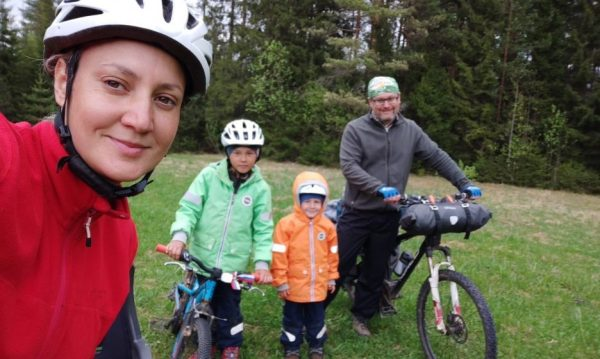 """""""My son at the age of four can walk 10 kilometers."""" How to go camping with young children"""