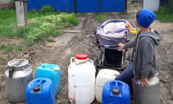 We Don't Drink Tea, We Have No Water to Wash Ourselves, and the Wells Are Dry. In the Omsk Region 40 Thousand People Live Without Water for a Week