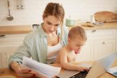 """""""How to make money during maternity leave online in two hours a day."""" 5 dangers of such job vacancies"""