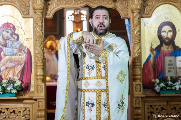 """A priest's mission among deaf people: """"I can be their voice in the face of daily problems"""""""