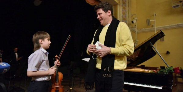 Neighbors complained about a 9-year-old violinist from Chelyabinsk. Pianist Denis Matsuev stood up for him