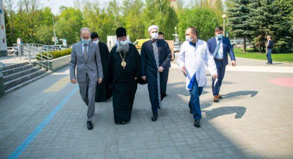 Metropolitan Kirill of Kazan Visits Children Injured in the Attack on the Gymnasium